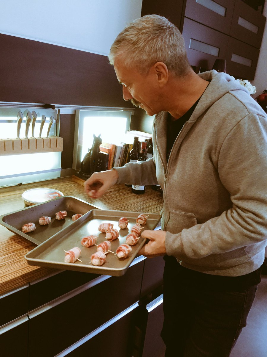 @colinjustin getting going with our #christmaslunch https://t.co/jAWL9zk2fN
