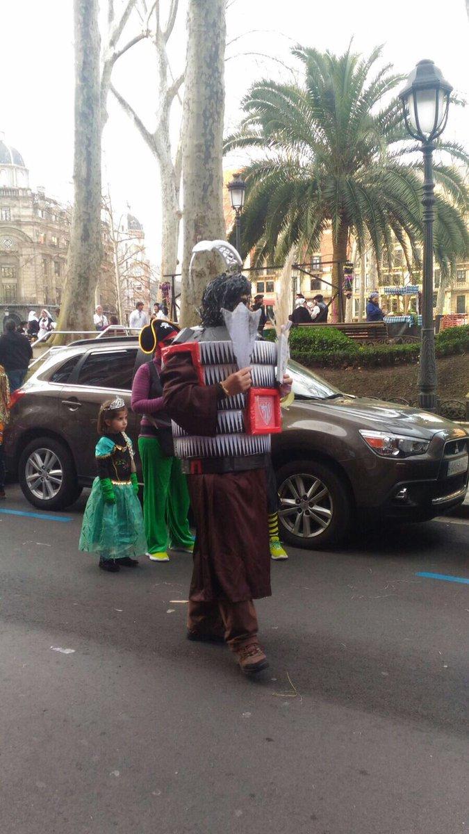 Se disfraza de @SanMamesbarria y arrasa en Bilbao (foto)