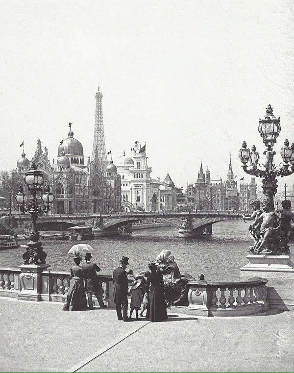 #Paris depuis le pont Alexandre III avec ce qu&#39;on voyait pendant l&#39;#expo universelle de 1900... #Paris #histoire #France #vintage #tourisme <br>http://pic.twitter.com/pWrntoPvP7