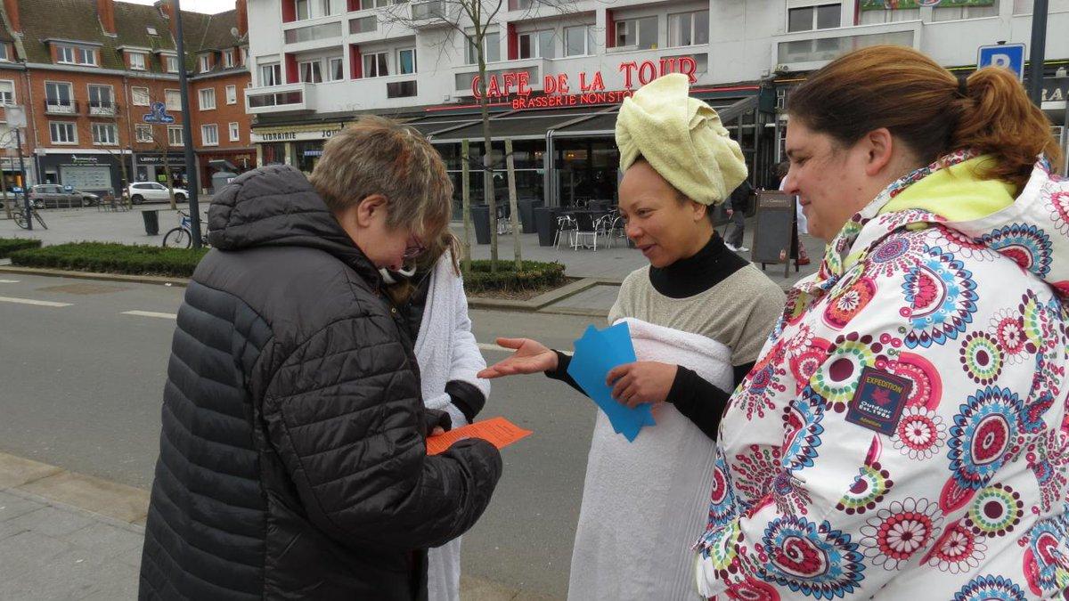 Douche pour #migrants à #Calais : un rassemblement pour protester contre les contrôles  http://www. lavoixdunord.fr/123724/article /2017-02-25/douche-pour-migrants-un-rassemblement-pour-protester-contre-les-controles &nbsp; …  via @lavoixdunord<br>http://pic.twitter.com/WXeBHhBUrA