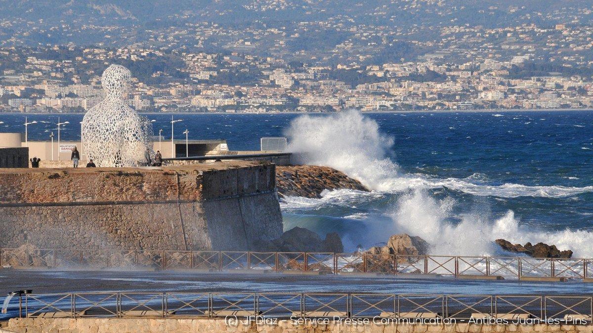 Le  Nomade face à la mer #antibes #cotedazur #tourisme #cotedazurnow #cotedazurfrance #visitcotedazur #frenchriviera<br>http://pic.twitter.com/uAZsRdkEZX