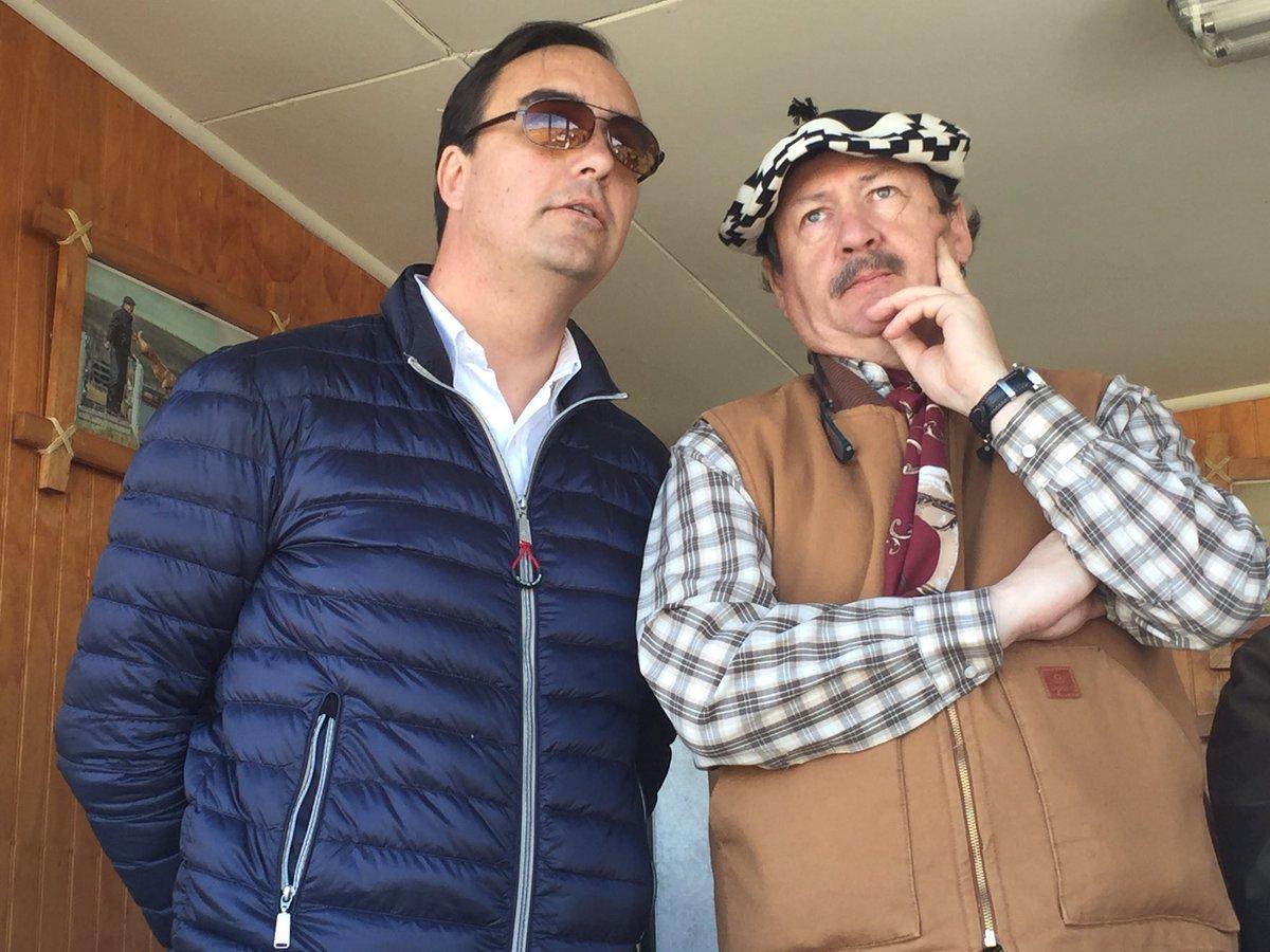 Intendente @JorgeFlies ya se encuentra disfrutando de la fiesta Campesina de Cerro Sombrero @muniprimavera #Magallanes <br>http://pic.twitter.com/GitJzEWlEt