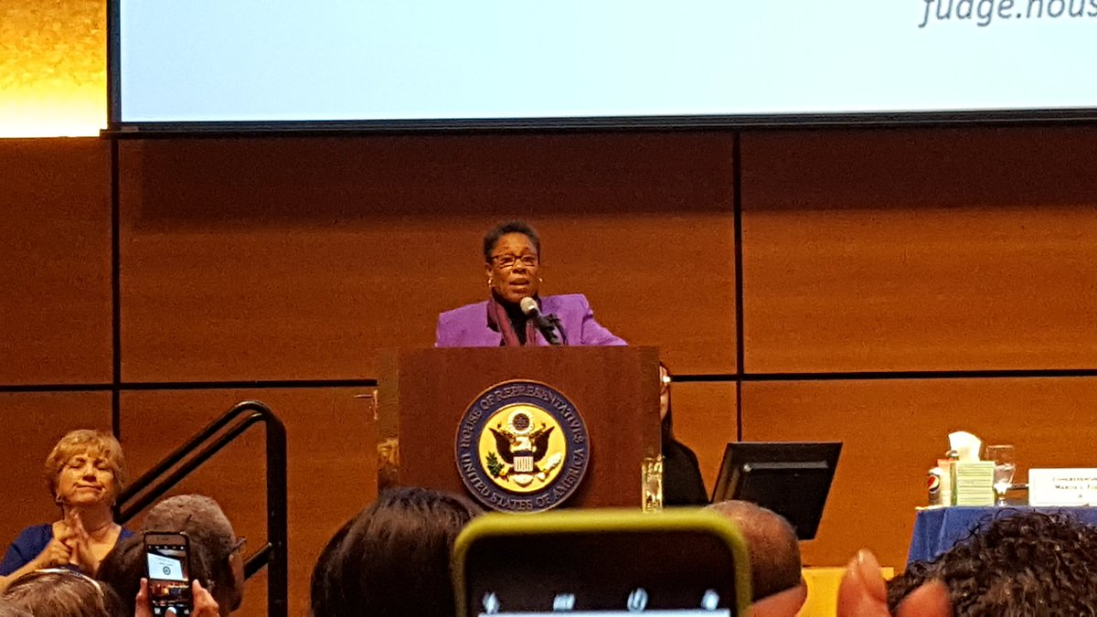 At her town hall today, @RepMarciaFudge has agreed to co-sponsor HR 676: Expanded &amp; Improved #MedicareForAll Act. #SinglePayer <br>http://pic.twitter.com/sSS4iAw2f7