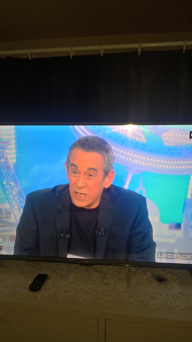 Devant #c8tv #SLT #thierry Ardisson #Michel Drucker #laurentbaffie<br>http://pic.twitter.com/uxem2FuHEe