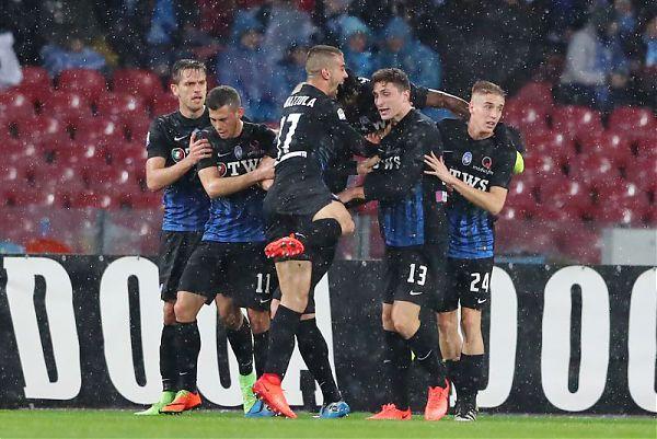 """Napoli Atalanta 0-2 YouTube: Lo """"juventino"""" Caldara segna due gol, la Dea vince in 10 uomini"""