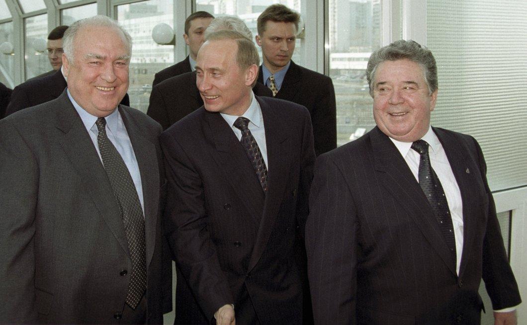 Зачем «Газпром» и «Роснефть» залезают в громадные долги, покрывая убыт...