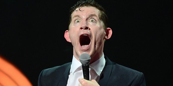 We wish a very happy 53rd birthday to rubber-faced clown, actor, and top stand-up, Lee Evans.
