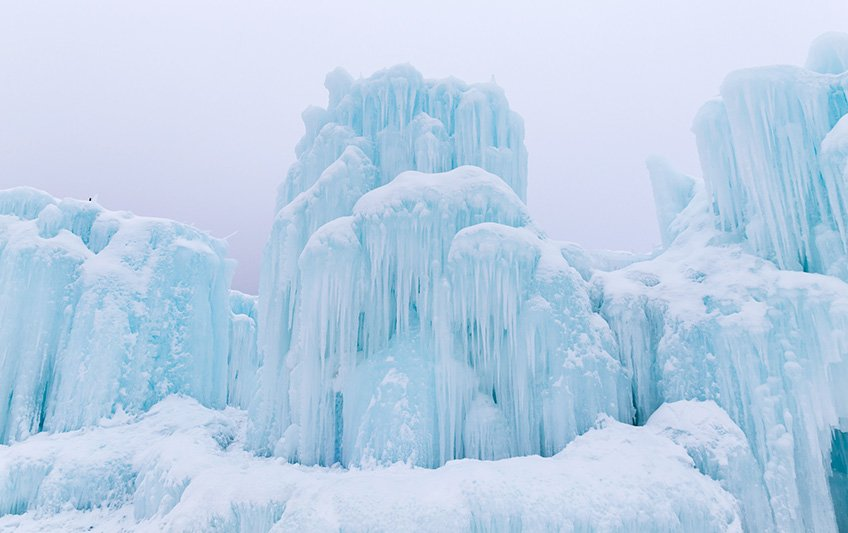 What goes into the making of a 30,000 tonne ice castle? #winterwonderland  http:// trib.al/SRLF2Fb  &nbsp;  <br>http://pic.twitter.com/whPg6tPBQU
