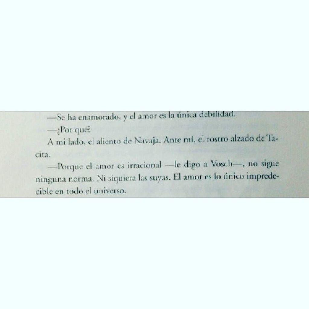 &quot;Porque el amor es irracional&quot;. #caféparaleer #libros #lectura #frases <br>http://pic.twitter.com/dfVgwbK3BH