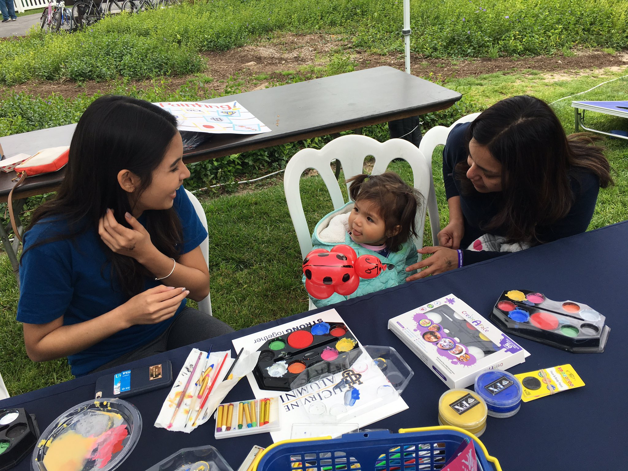 Balloons & Face Painting! #UCIHomecoming https://t.co/iqCUubFInX