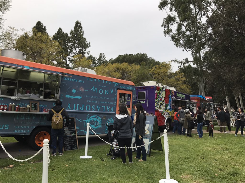 A food truck feast fit for an Anteater  🐜🍴💙💛🚍🌯🌮🍕🍿🥘🍔#UCIHomecoming #UCIPride https://t.co/uat383im93