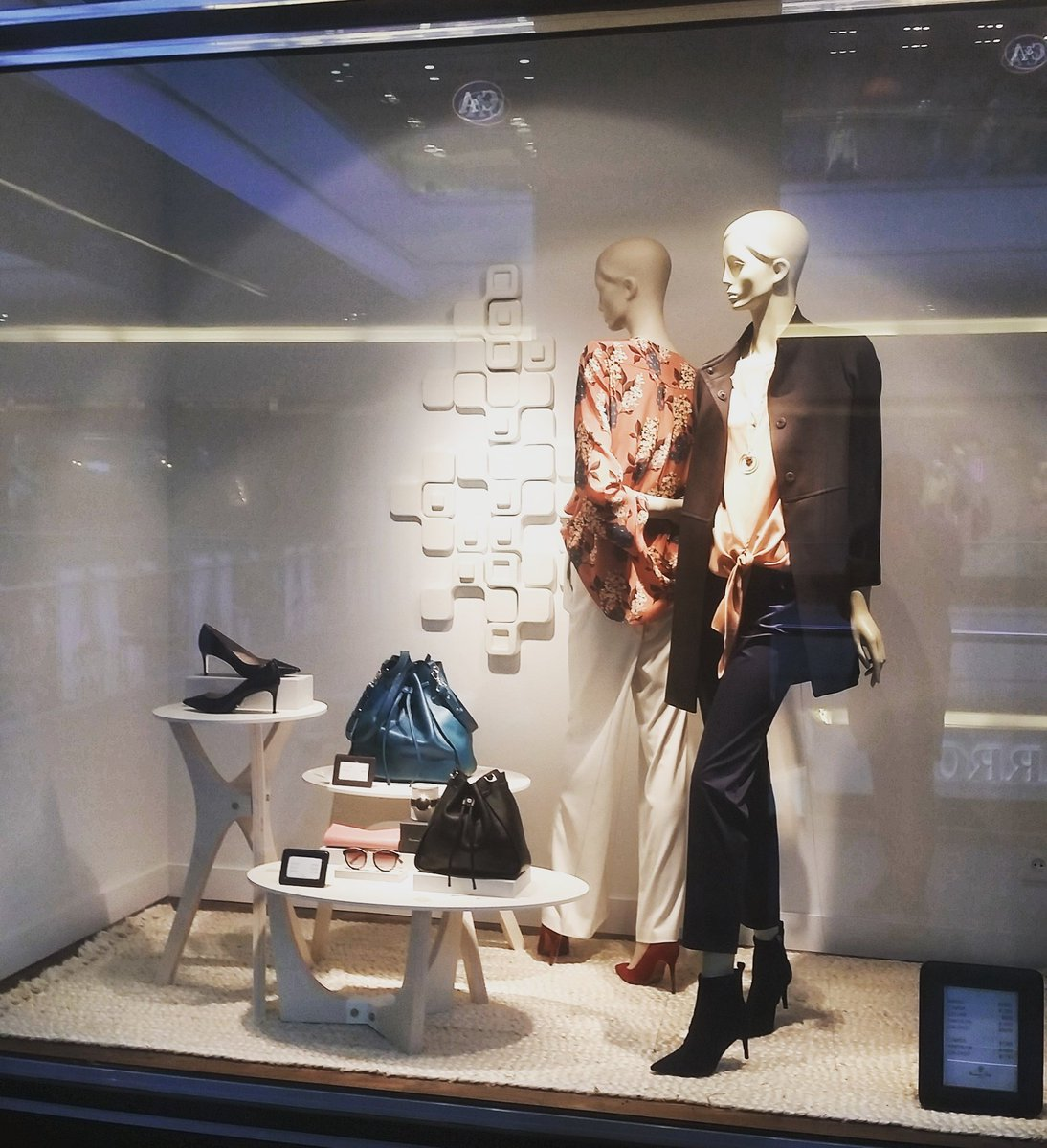 Nice outfits y #escaparates @massimodutti<br>http://pic.twitter.com/HcRdHyCzmC