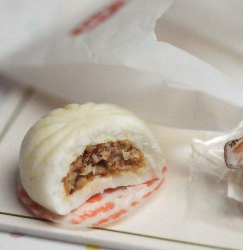 冬の肉まんの美味しさときたら。極上とか特選とかレジから見える所に書かないでほしい。 pic.twitter.com/vlHLOesBP3