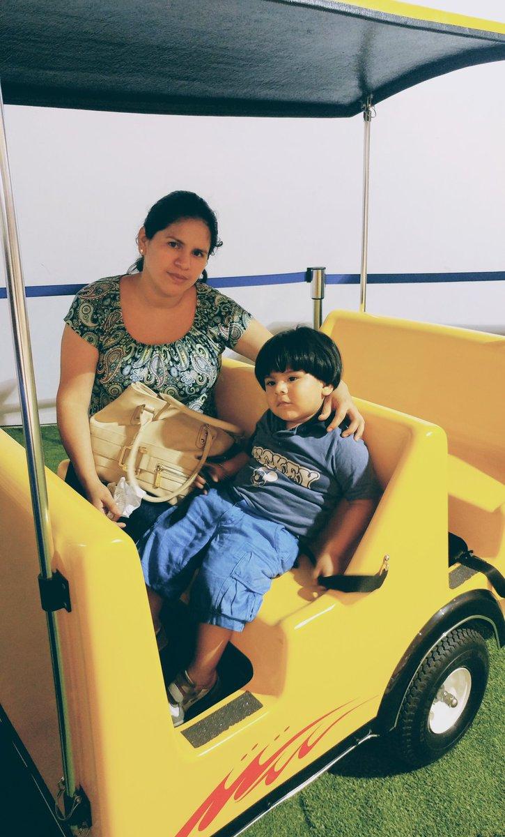 #Lindos vamos en tren  <br>http://pic.twitter.com/t1yqIqbTEY