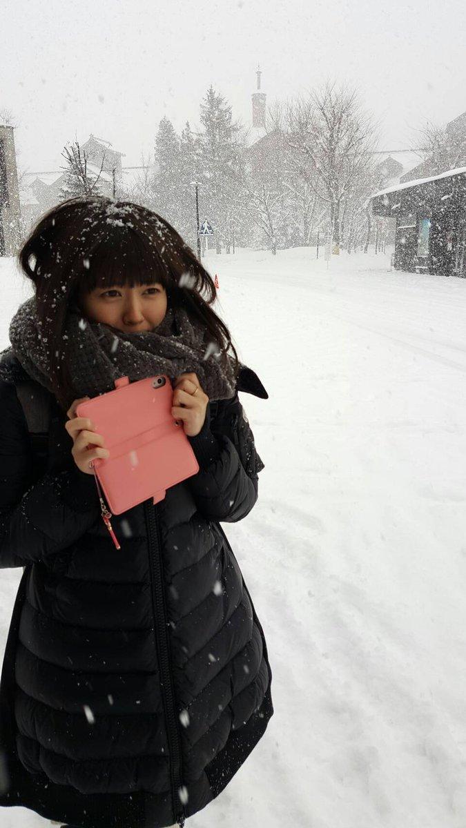 雪にまみれた竹達彩奈です。一瞬で頭に積もるのすごい!⛄❄まっしろな世界、結構好きでした。寒いけど。 pic.twitter.com/wQK45OXCIw