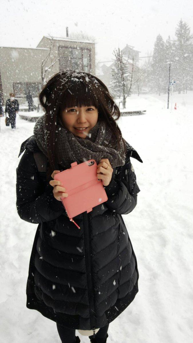 雪に吹雪かれる竹達彩奈
