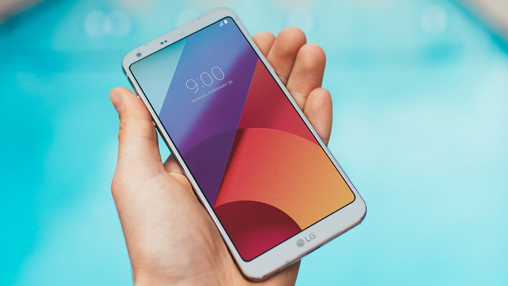 Give us a ✋: The #LGG6 gives you a big screen designed to fit comforta...
