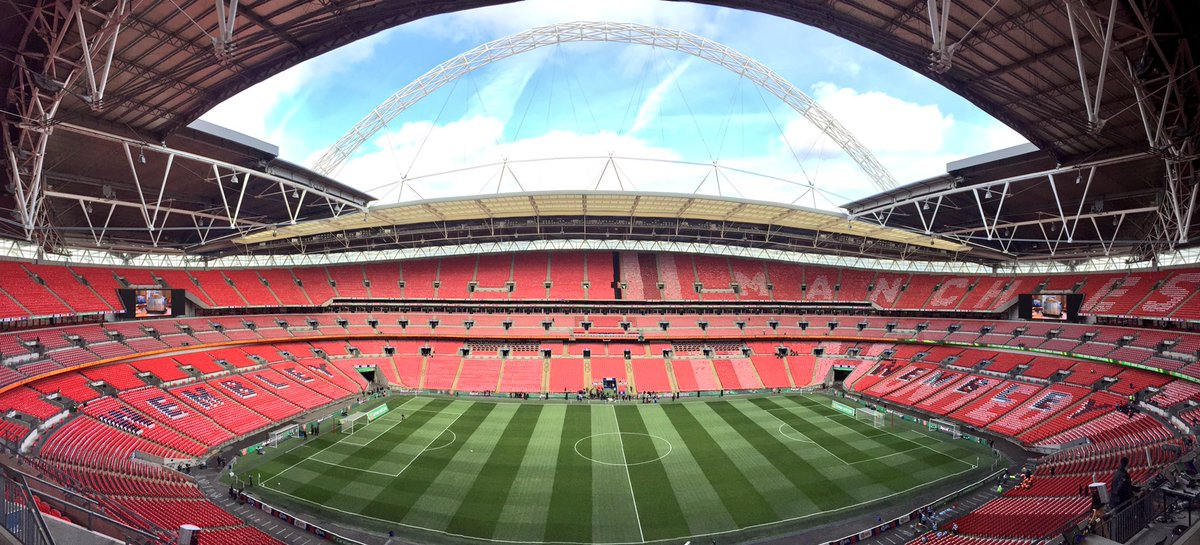😍  #EFLCupFinal https://t.co/CqdLjNRCZO