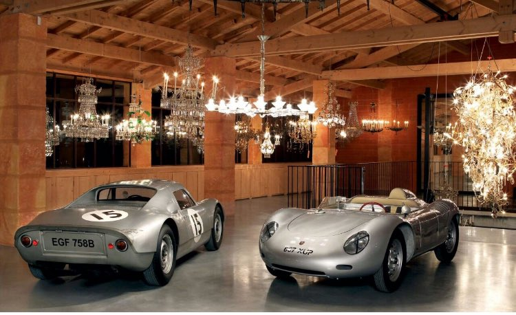 Exhibiting antique cars and chandeliers 2017.