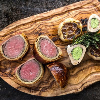 Faites vous plaisir ce midi avec notre recette de chef, un bœuf Wellington à l&#39;ail confit #recettedujour #cuisine &gt;&gt;  http:// bit.ly/2gRW5oF  &nbsp;  <br>http://pic.twitter.com/bSxEuuWiSF