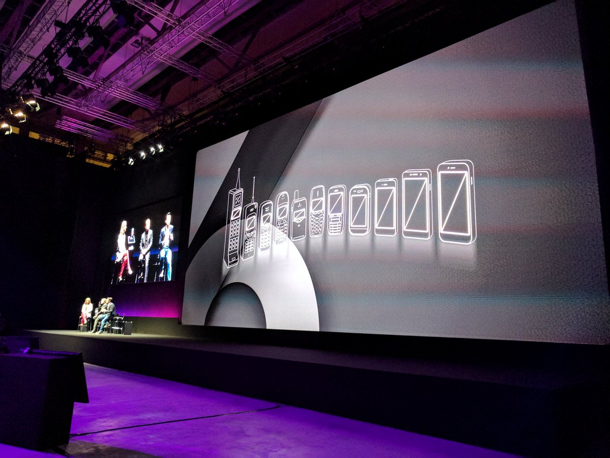 A nice breakdown of how our displays have gotten bigger on mobile. #LG...