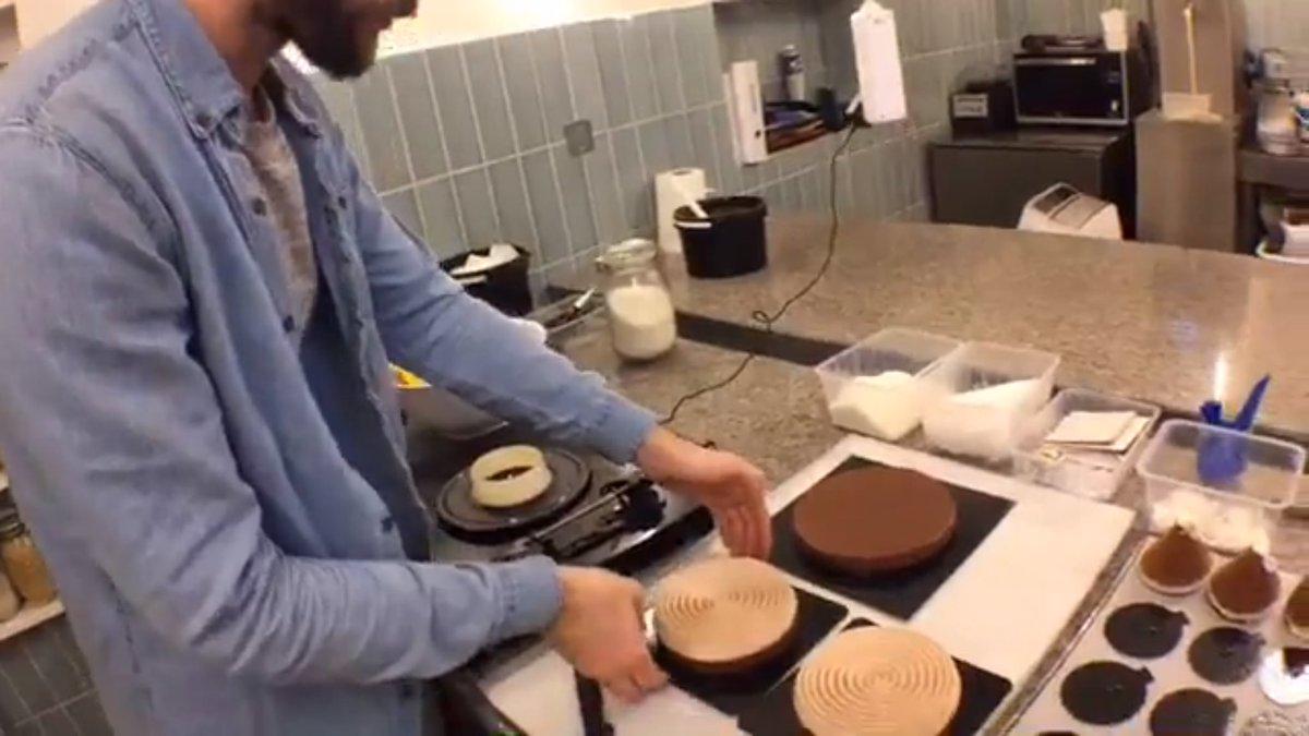 Revivez les moments de notre #FacebookLive chez La Goutte d&#39;Or, la pâtisserie du chef Yann Menguy. #Cuisine &gt;&gt;  https://www. facebook.com/MadameFigaro/p osts/10155008961393744 &nbsp; … <br>http://pic.twitter.com/mbjP9NI5Dc