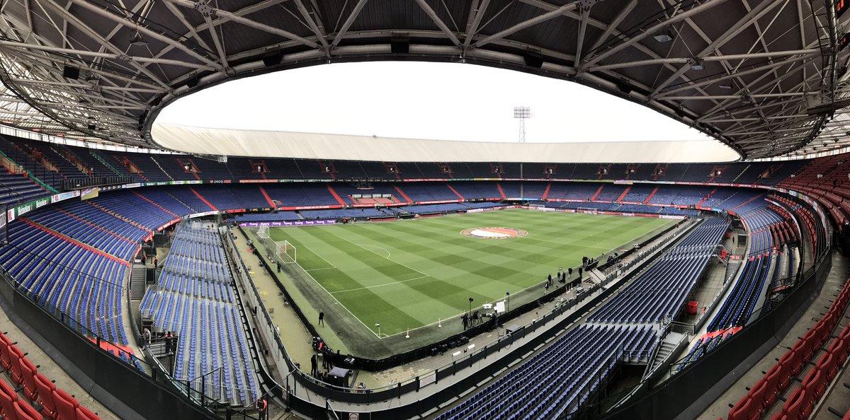 🕐 In afwachting van bijna 50.000 Feyenoorders, die vanaf nu naar binne...