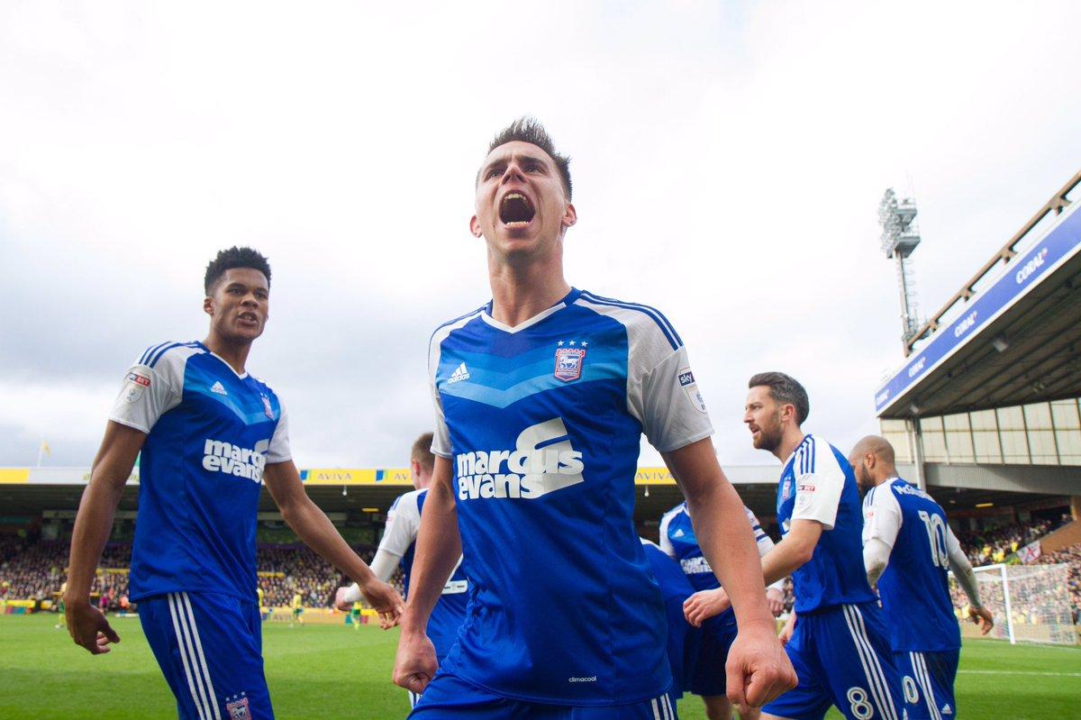 📸 | @Knudsen23 celebrates his opener at Carrow Road with the #itfc fan...