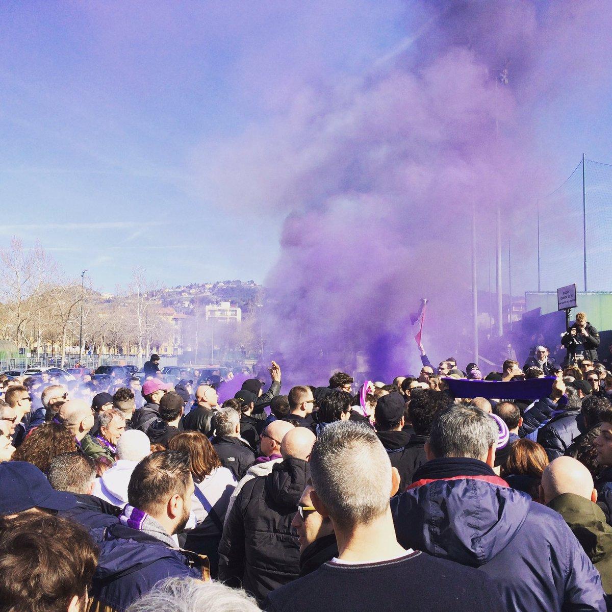 Contestazione alla Fiorentina: 500 tifosi davanti al centro sportivo dei Viola - https://t.co/HqWEXAmswp #blogsicilianotizie #todaysport