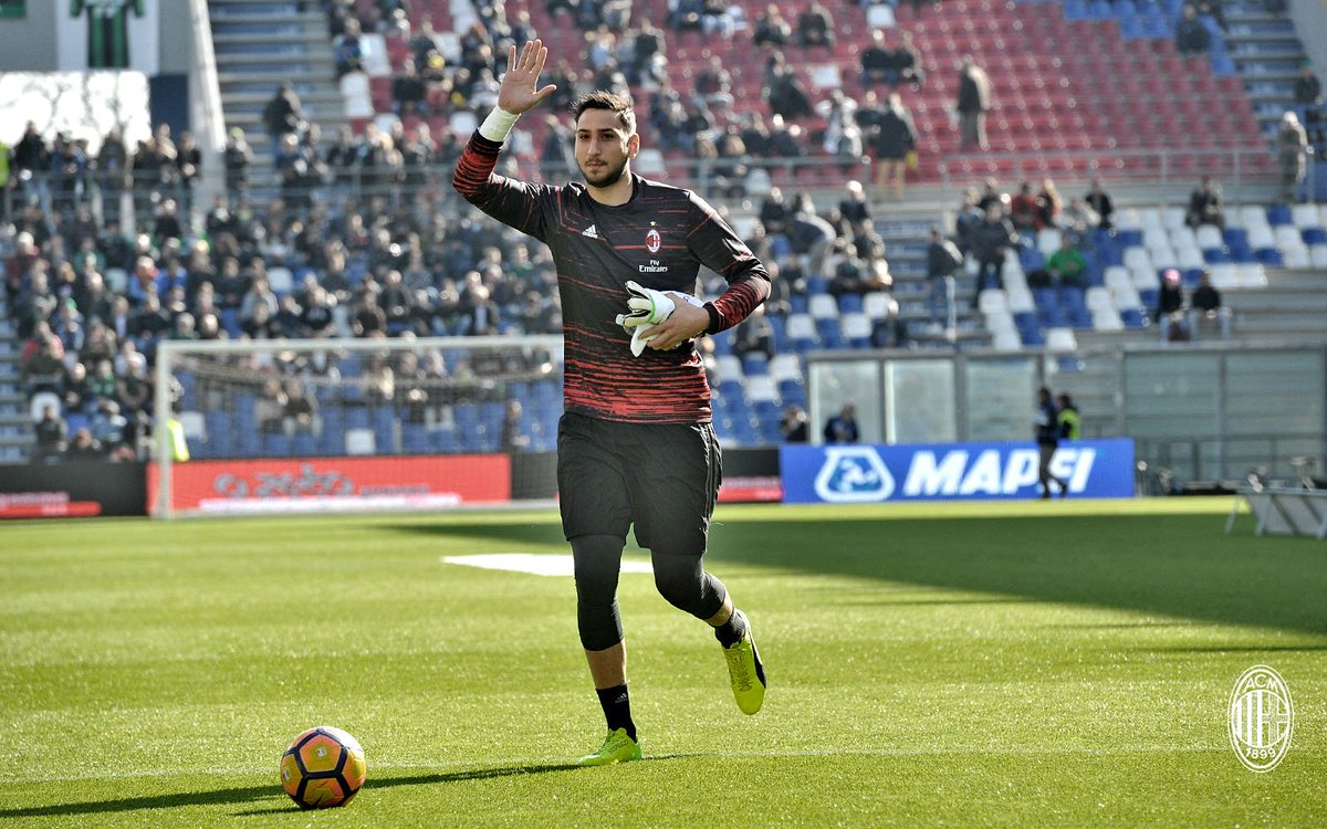 Final warm-up! 🔥 Up next #SassuoloMilan C'mon, boys! #ForzaMilan https...