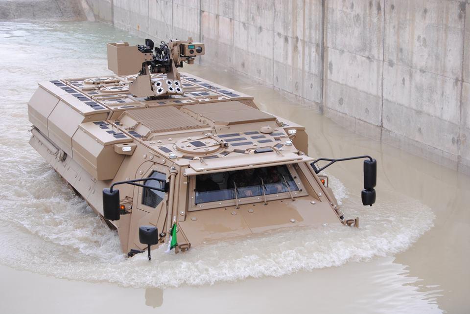 المانيا تعطي الضوء الاخضر لبناء مصنع لتجميع عربات فوكس Fuchs العسكريه في الجزائر  C5mZuX5WgAAnphf