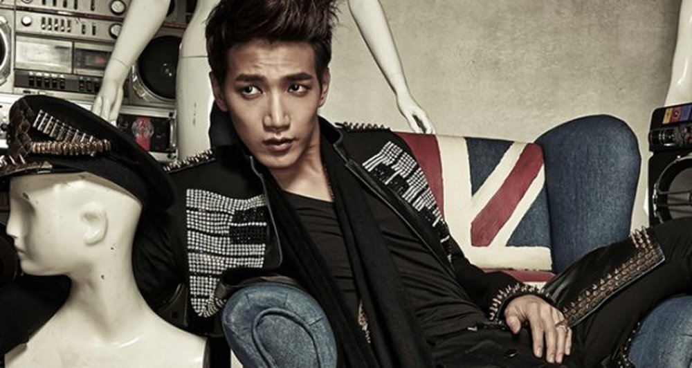 JYP updates on Jun.K's condition after falling from moving stage and g...