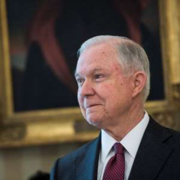 WH: Too early for #specialprosecutor on #russiagate. #Sessions won&#39;t recuse self. #Congress    http:// a.msn.com/r/2/AAnsbHS  &nbsp;  <br>http://pic.twitter.com/Laz4rCWMB8