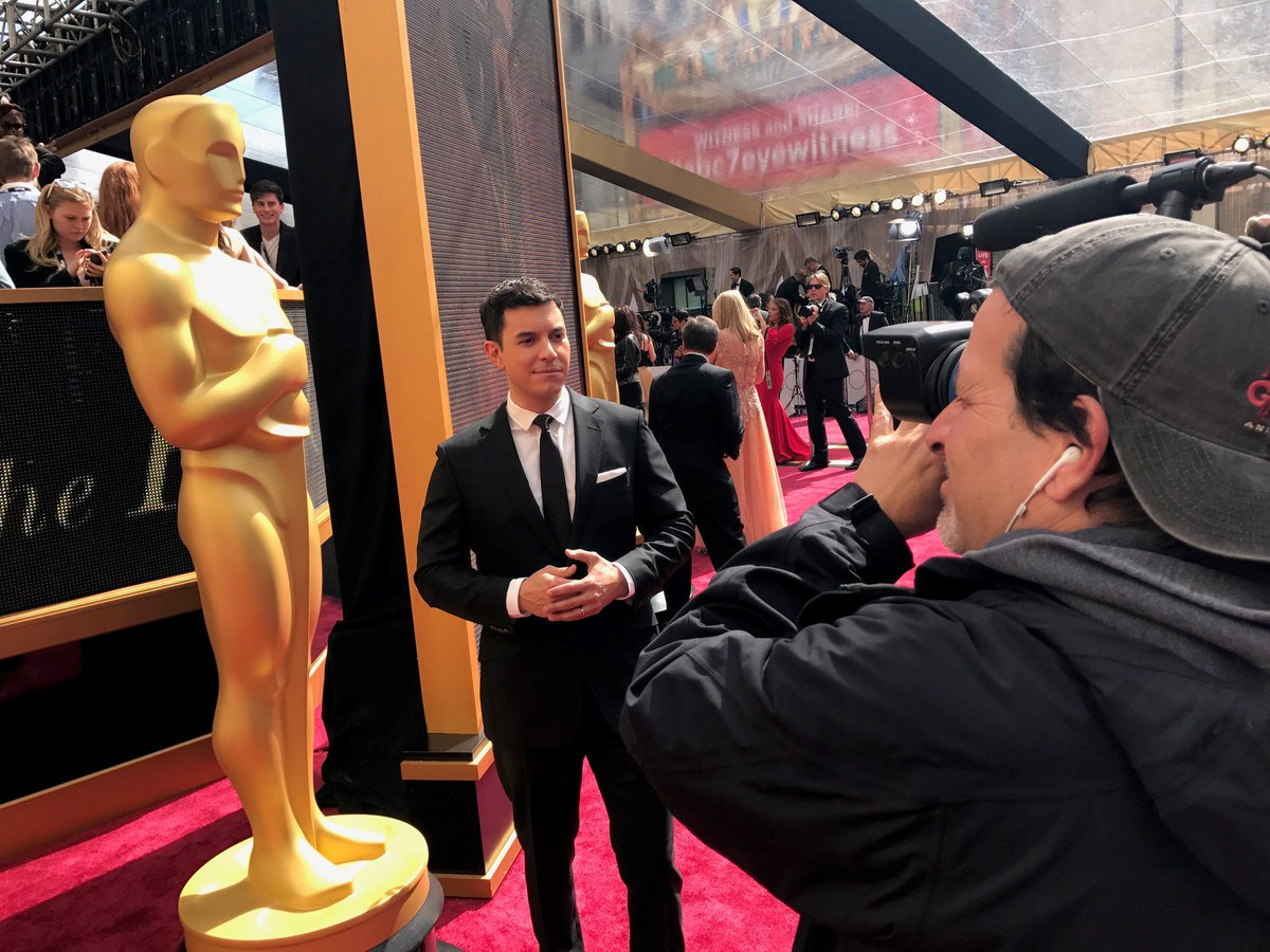 #WorldNewsTonight with @TomLlamasABC, live from the red carpet at #Osc...