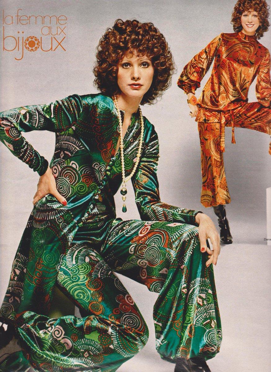 #EleganceMagazine 1971/1972 https://www.featherstonevintage.com/blogs/archives/la-femme-aux-bijoux… #vintagefashion #fashionphotography #vintageclothing #vintagepic.twitter.com/tEQ5P3ezgj