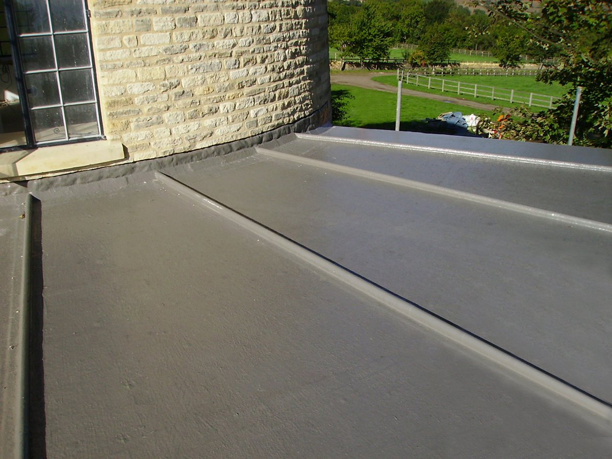 #Roof Materials - Membrane #roofing products are used on flat roofs   http:// local-roof.com  &nbsp;    #roofingcompany #roofreplacement #roofingtips<br>http://pic.twitter.com/vFyKYBJfUA