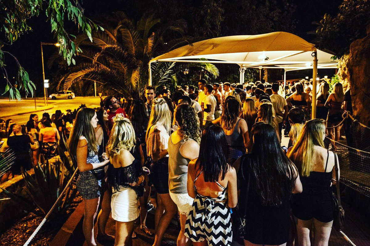 Why it&#39;s best to book in advance don&#39;t be left outside! still valid for limited time only - save 50% with discount code: TWIT50 #magaluf <br>http://pic.twitter.com/zJyxQ6s2Sa