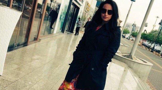 Arabia Saudí arrestó a una mujer por subir una foto a Twitter sin pañu...