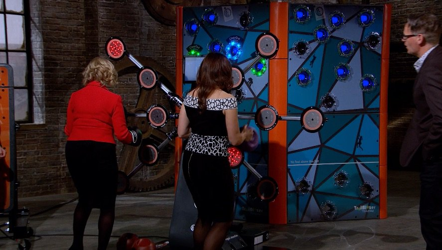 The gloves are on – it's @DeborahMeaden vs @sarahwillers #dragonsden h...