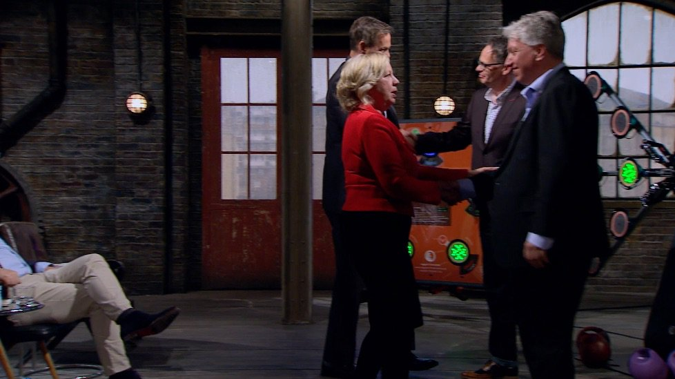 And after all that we have a deal! @dragonjones @DeborahMeaden #dragon...