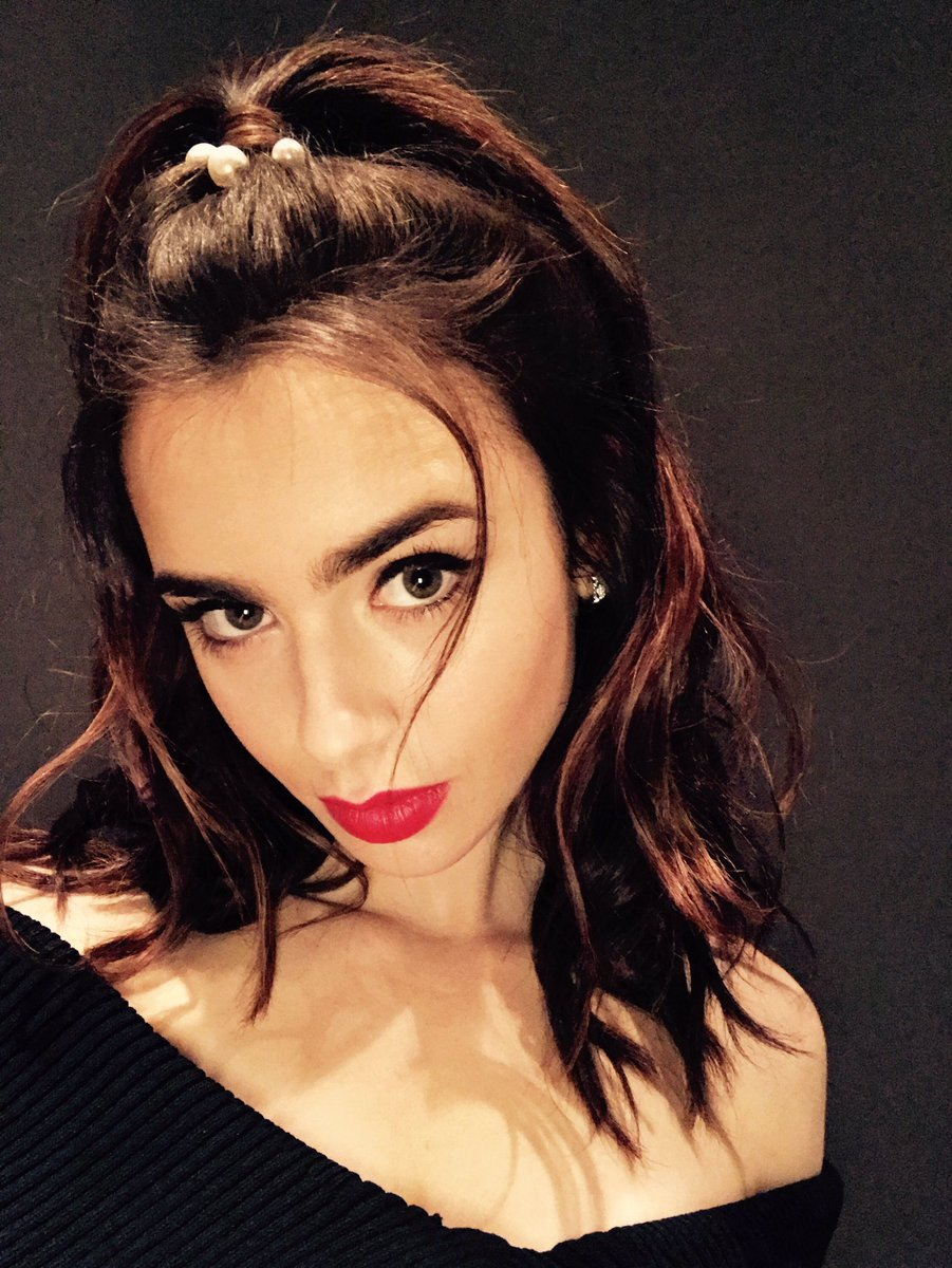 Twitter Lily Collins naked (27 photo), Sexy, Cleavage, Selfie, braless 2015