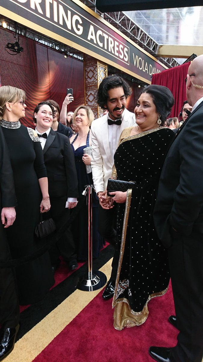 Dev Patel just arrived with his mom!!! #Oscars https://t.co/1sZJK6m7kz