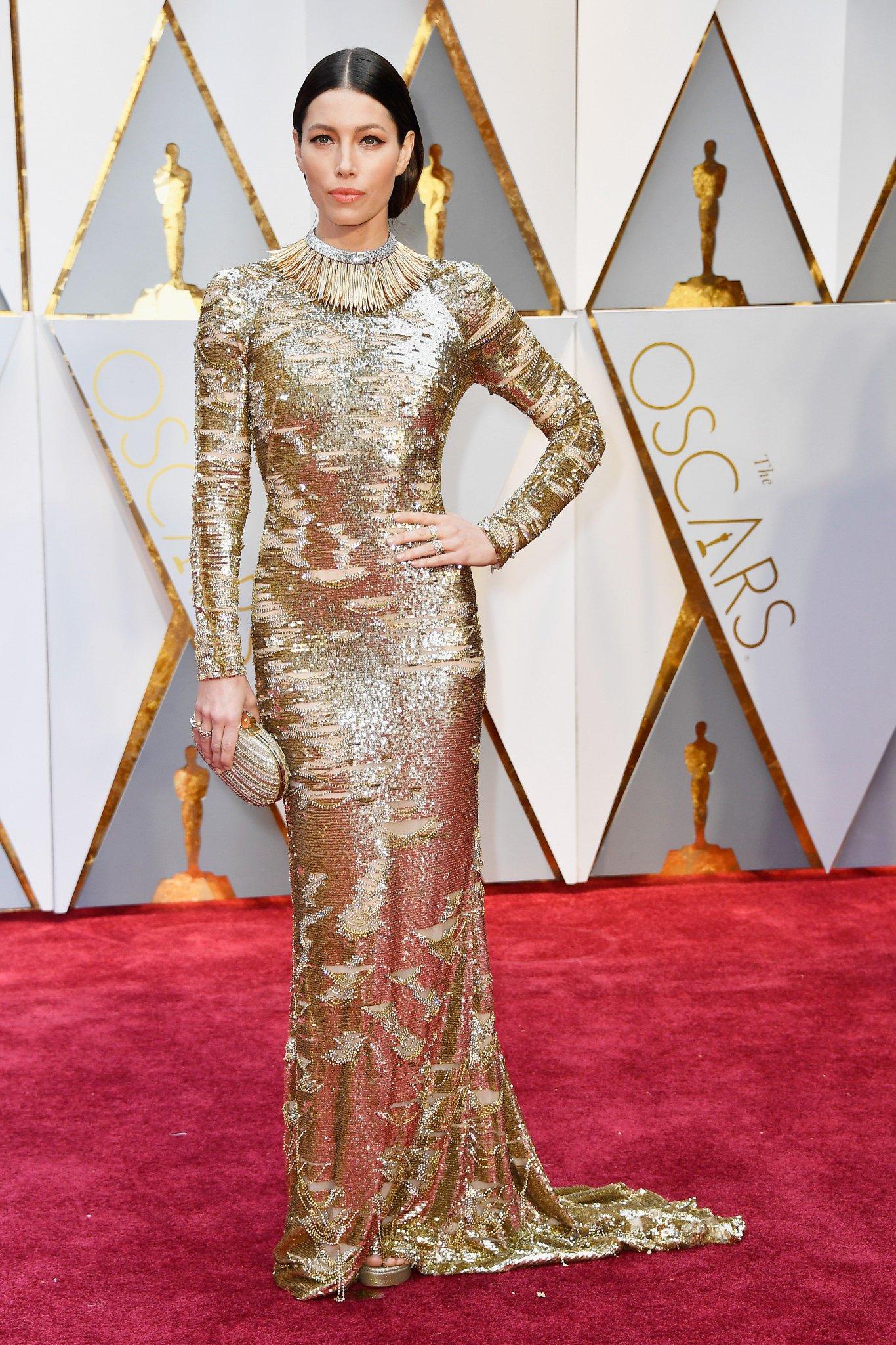 Jessica Biel no tapete vermelho (Oscar 2017)