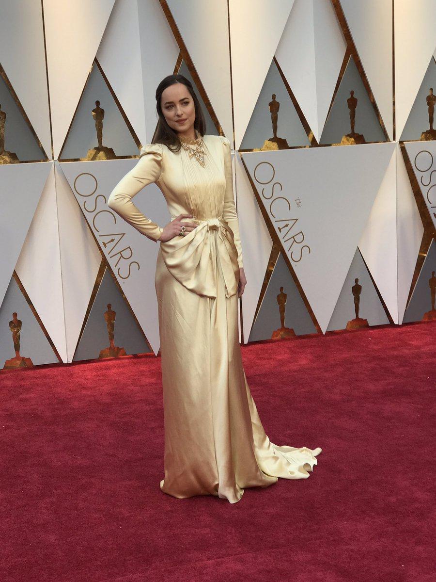 I always feel like Dakota Johnson knows what I'm thinking #Oscars http...