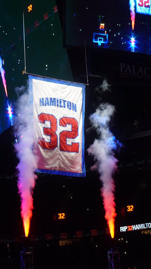 Rip's jersey to the rafters! #Yessir https://t.co/8ENVj9W2Tj