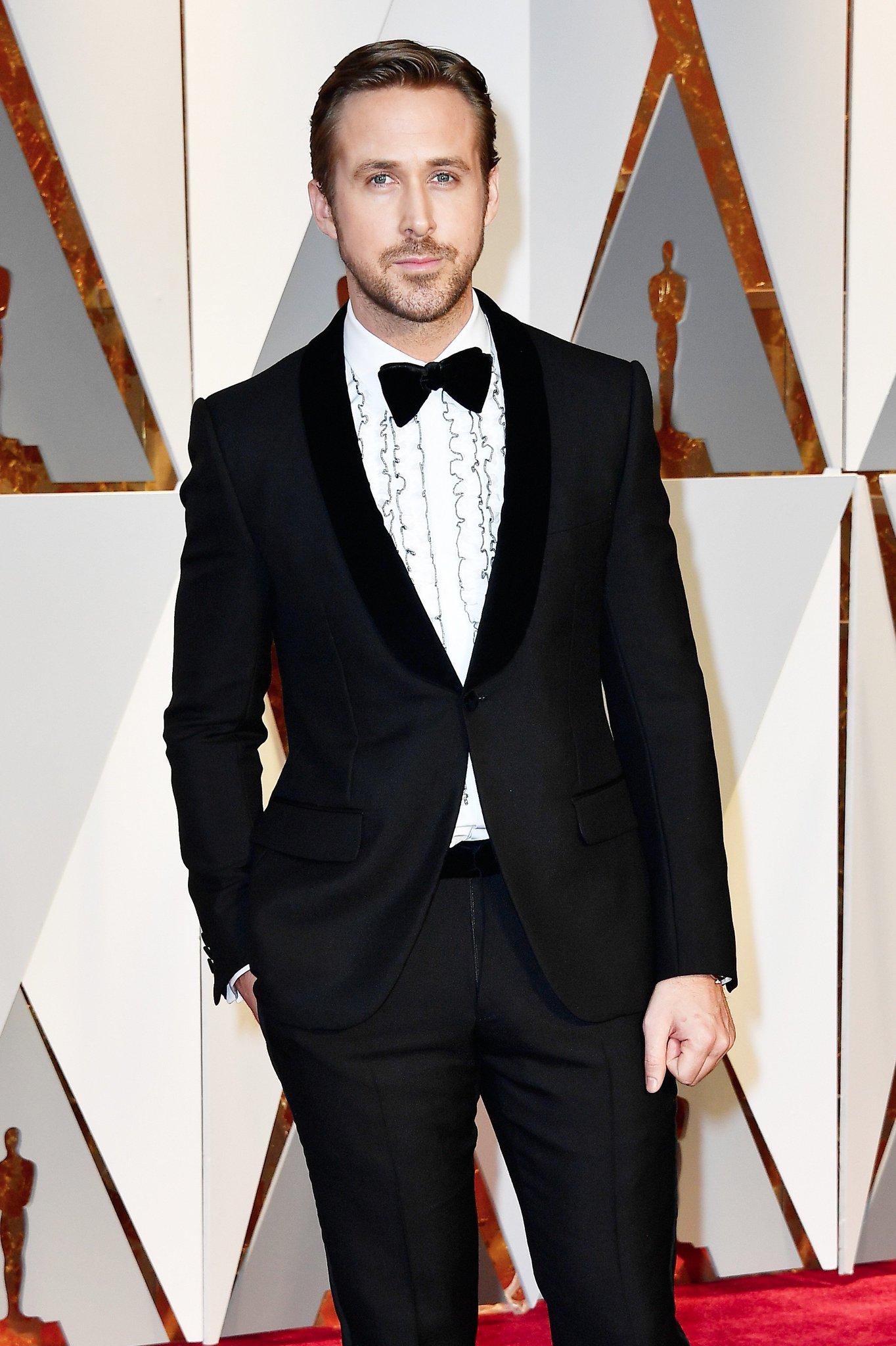 RT @extratv: RYAN GOSLING alert! Pics: https://t.co/6JV8mKvEzS #Oscars https://t.co/nrDpAFvNZd