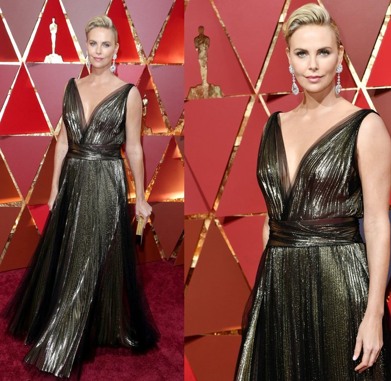 Charlize Theron no tapete vermelho! #Oscars https://t.co/tfyfOv50MD