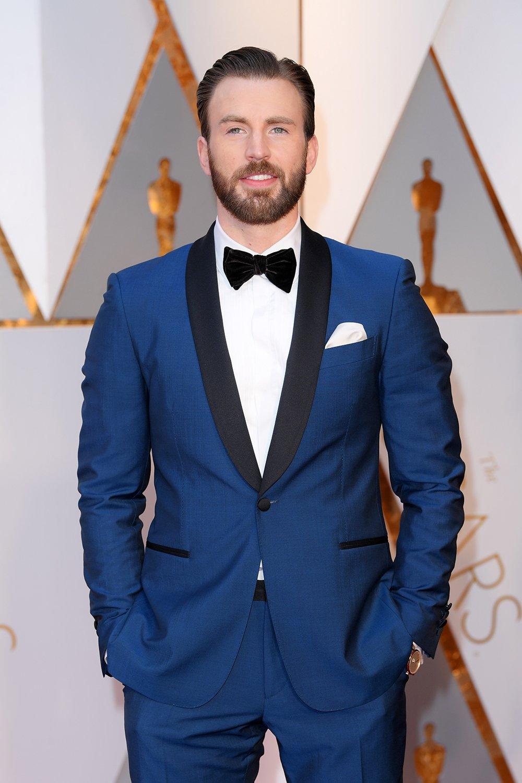 Captain America has arrived! @ChrisEvans sports a blue tux at the #Oscars  https://t.co/CE9NWs6paT https://t.co/vxmLNSppfN