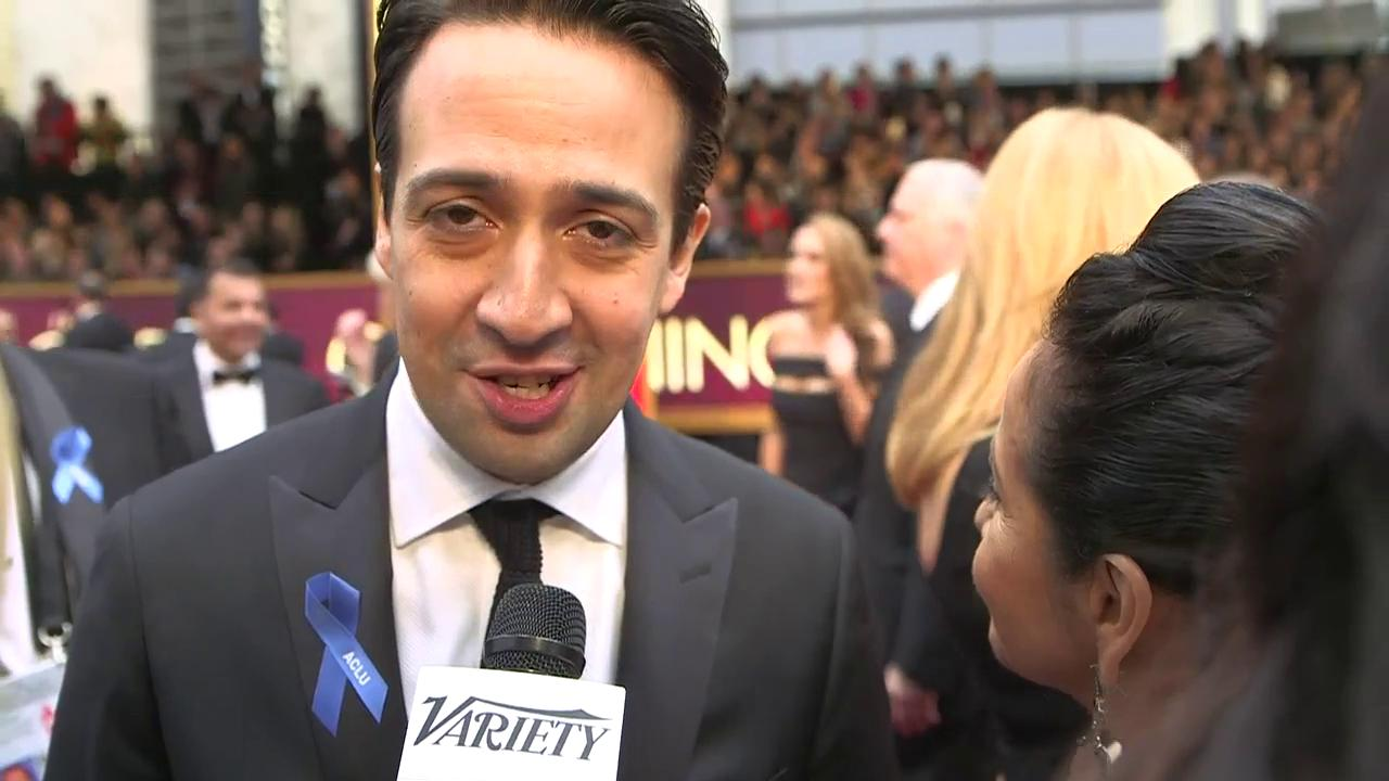 """.@Lin_Manuel just sang """"City of Stars"""" for us on the red carpet. #Oscars #LaLaLand = https://t.co/t2zaTu3Vu7"""
