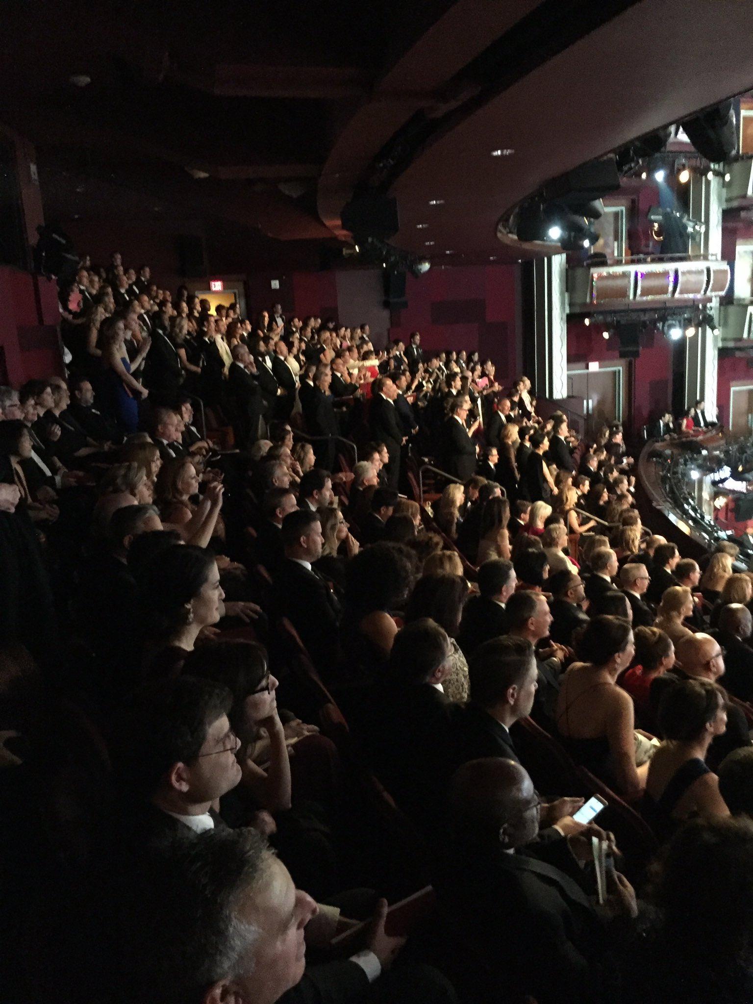 RT @chrissgardner: Half crowd in Mezz 1 is standing. Clapping along to @jtimberlake . #Oscars https://t.co/RrDIHjxxZg